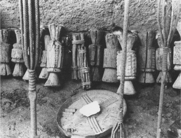 ọfọ bundle of sticks and other sacred objects